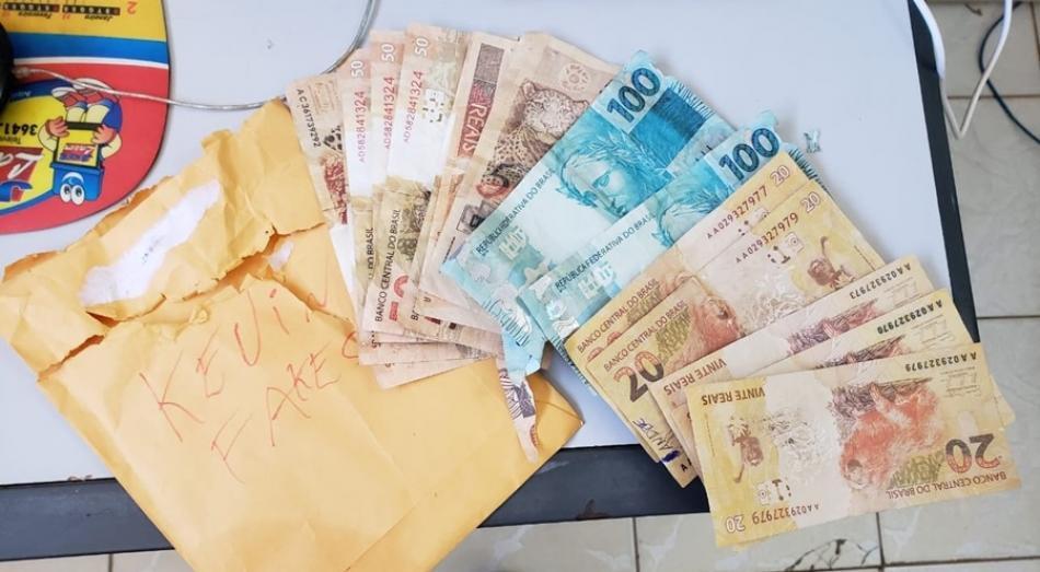 Suspeito de vender e distribuir notas falsas no comércio é preso em Irecê